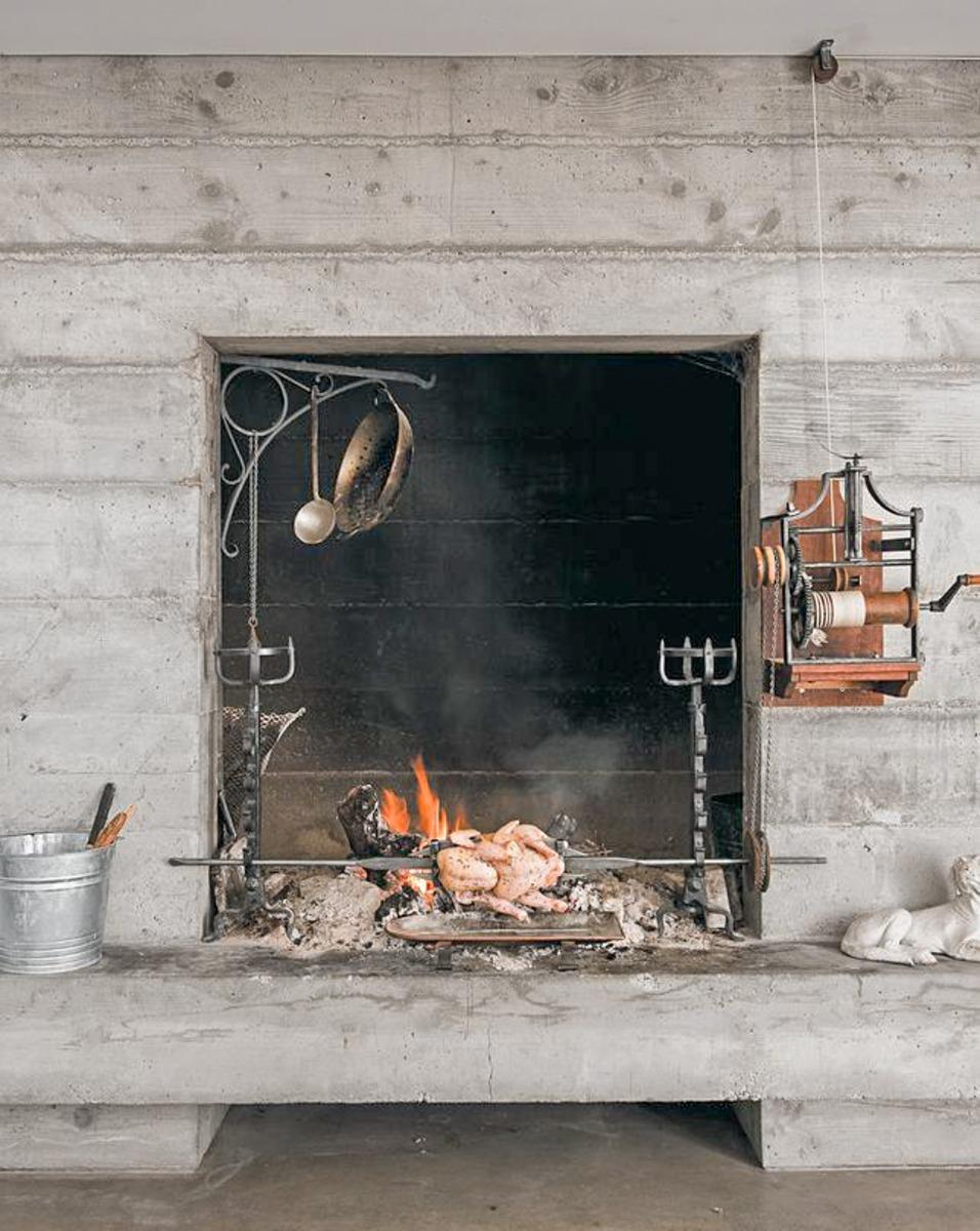 Consultez notre stock en ligne d'accessoires de cheminée anciens et vintage pour cuisiner ici.