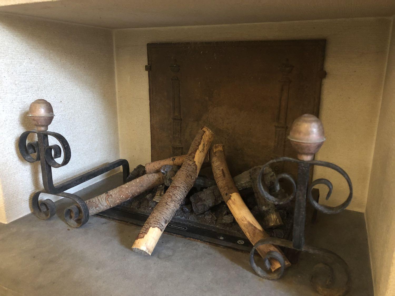 Accessoires de cheminée délivré par https://www.plaque-de-cheminee.fr