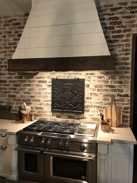 Lumberton, Texas: Plaque de cheminée comme dosseret délivré par https://www.plaque-de-cheminee.fr