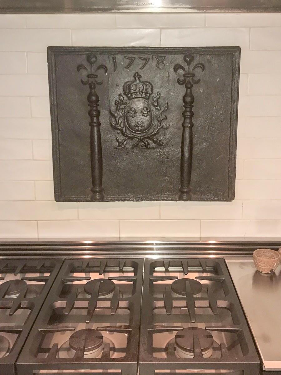 Plaque de cheminée comme dosseret à Atlanta, Géorgie, délivré par https://www.plaque-de-cheminee.fr