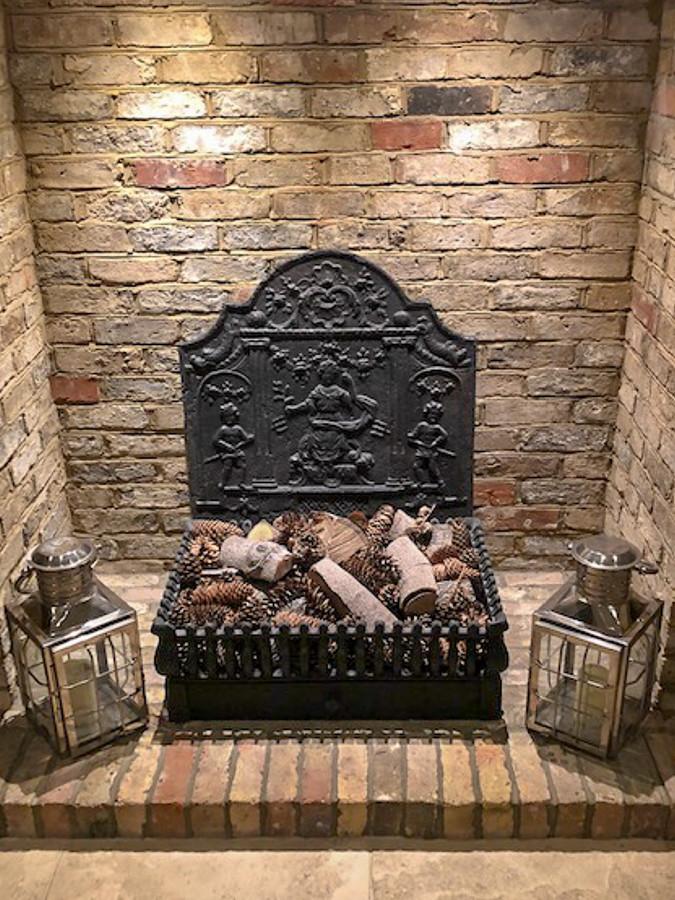 Plaque de cheminée décorative délivré par https://www.plaque-de-cheminee.fr à Hertford, Hertfordshire