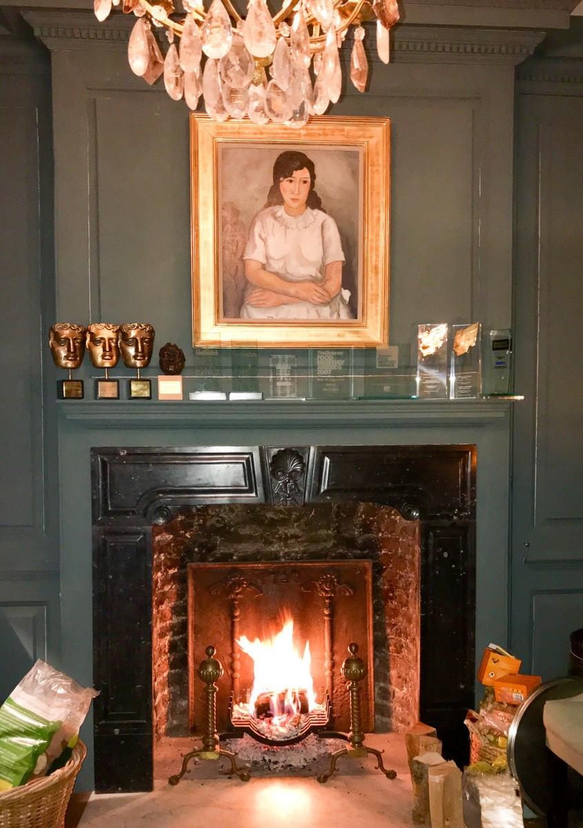 Plaque de cheminée décorative délivré par https://www.plaque-de-cheminee.fr à Londres