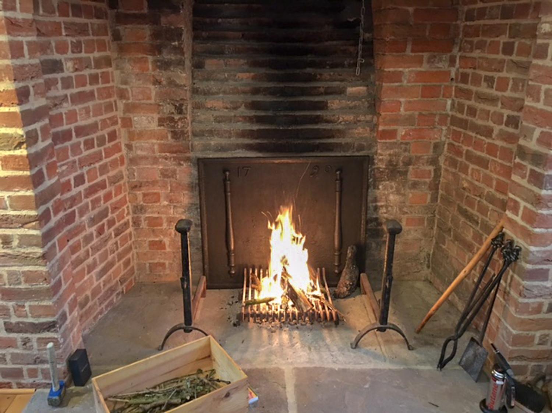 Woolhope: Plaque de cheminée délivré par https://www.plaque-de-cheminee.fr