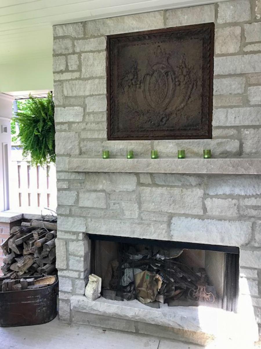 Plaque de cheminée comme dosseret délivré par https://www.plaque-de-cheminee.fr