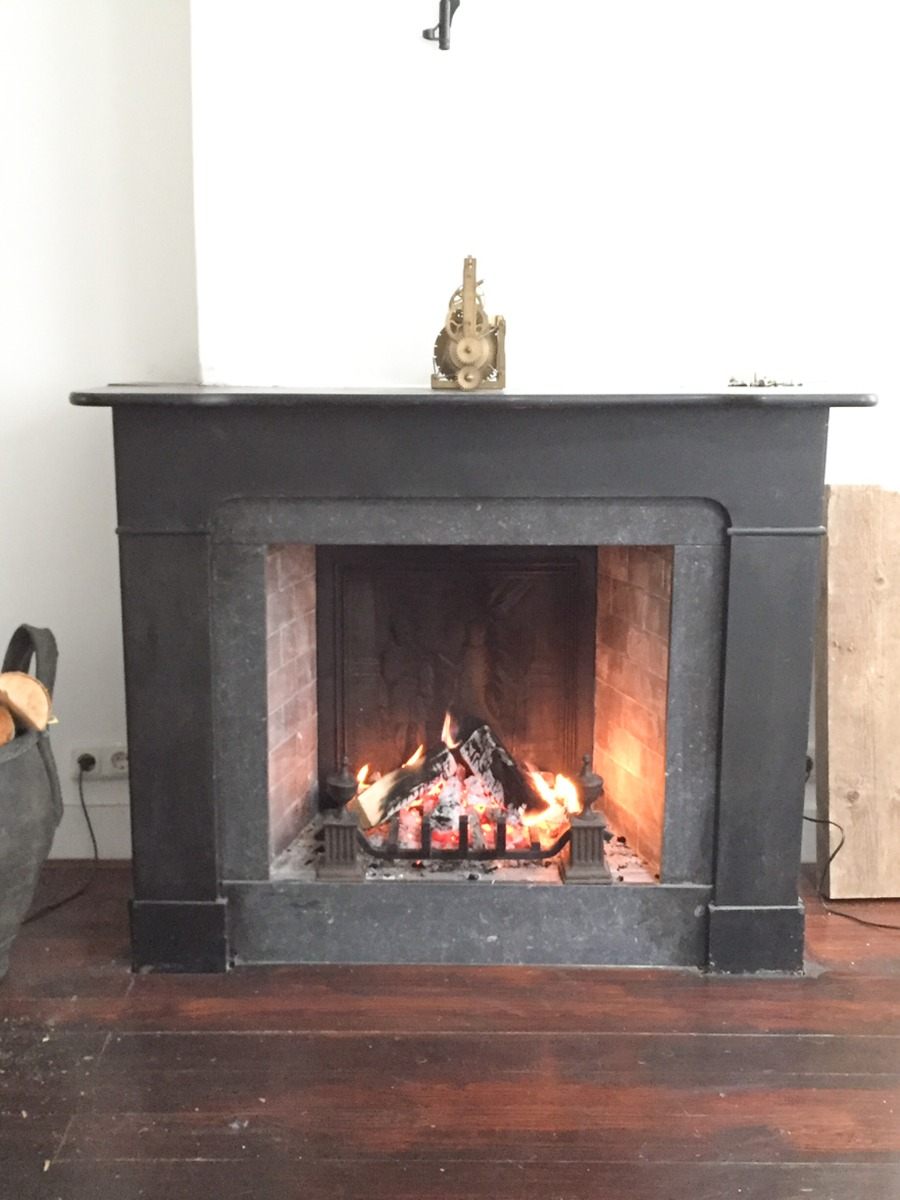 Anvers, Belgique: Plaque de cheminée délivré par https://www.plaque-de-cheminee.fr