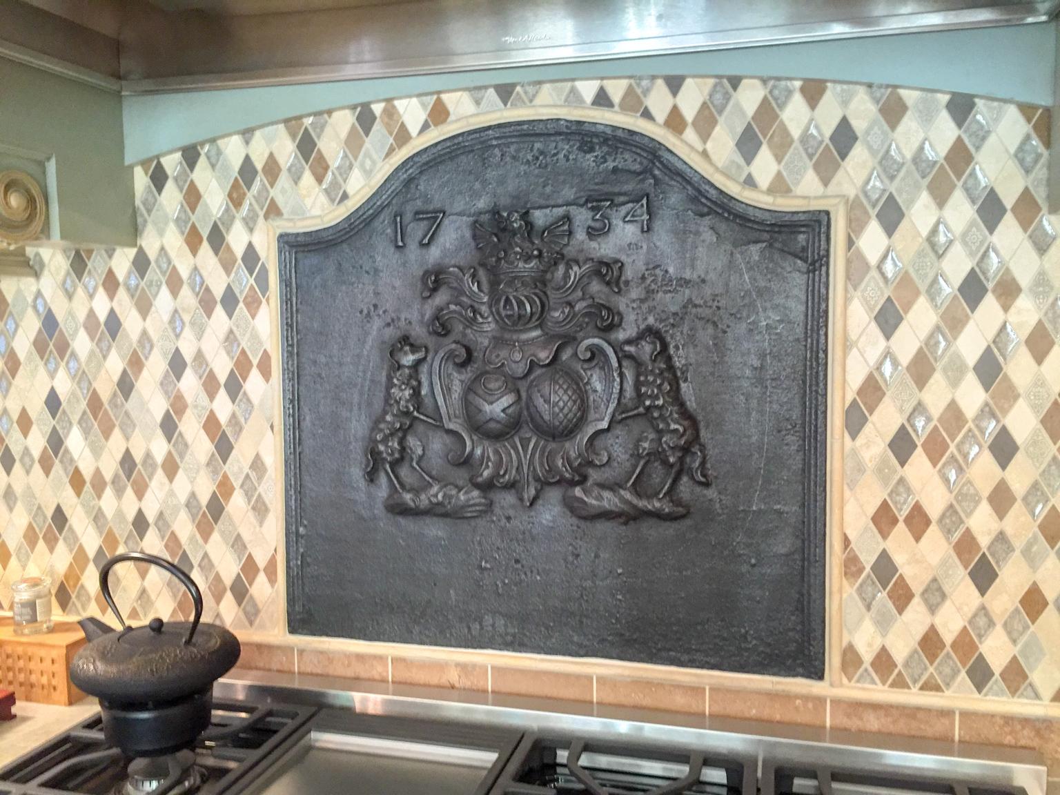 Austin, Texas: Plaque de cheminée comme dosseret délivré par https://www.plaque-de-cheminee.fr