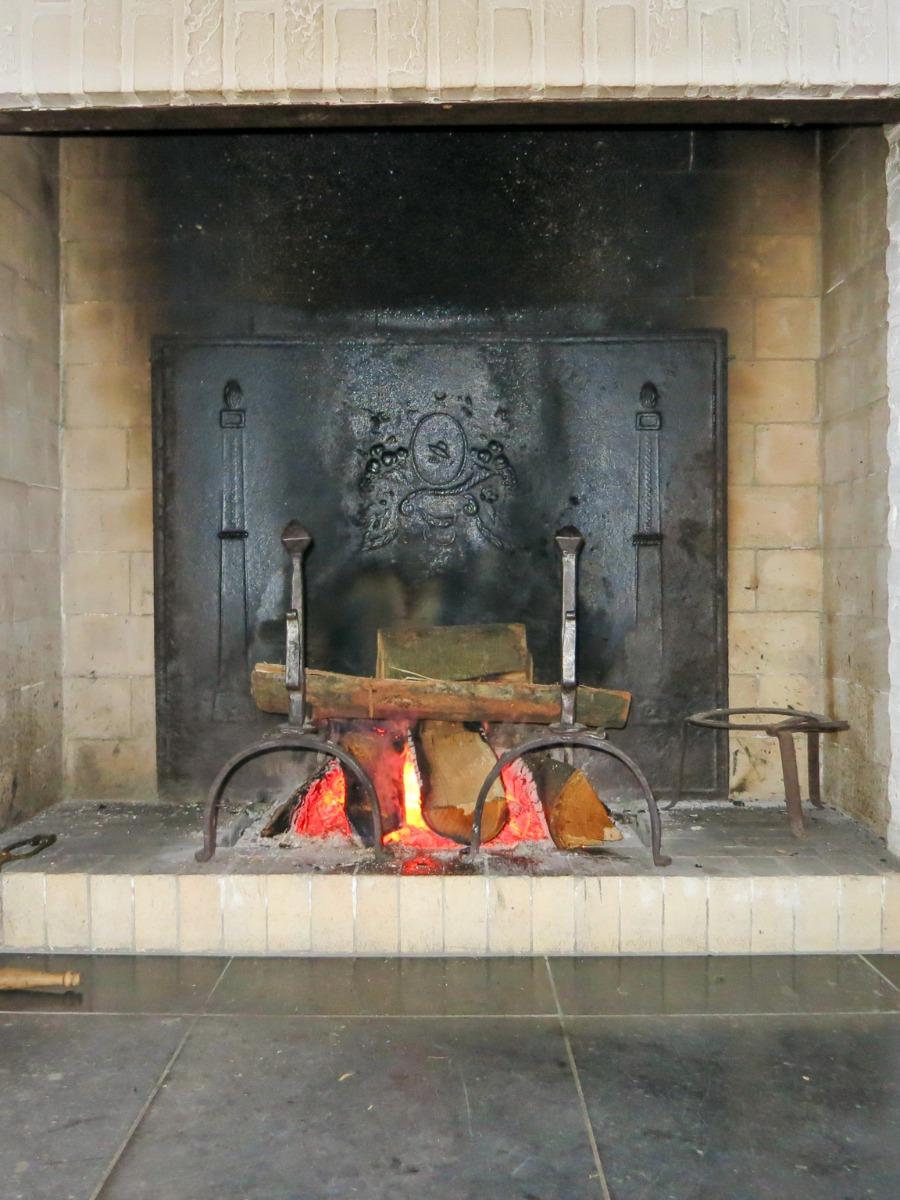 Plaque de cheminée délivré par https://www.plaque-de-cheminee.fr