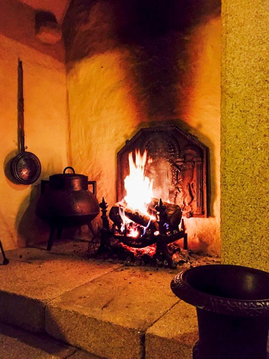 Miño, Spain: Accessoires de cheminée délivré par https://www.plaque-de-cheminee.fr