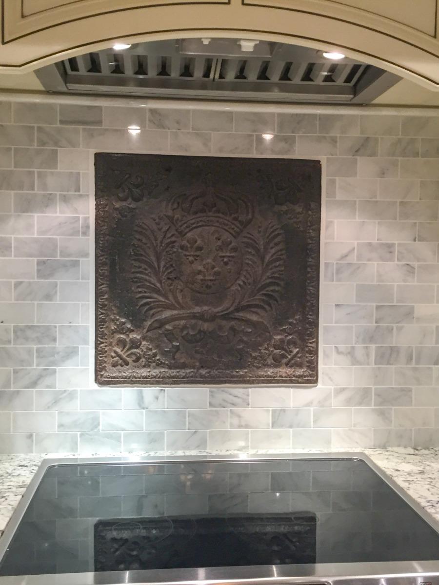Richmond Hill, California: Plaque de cheminée comme dosseret délivré par https://www.plaque-de-cheminee.fr