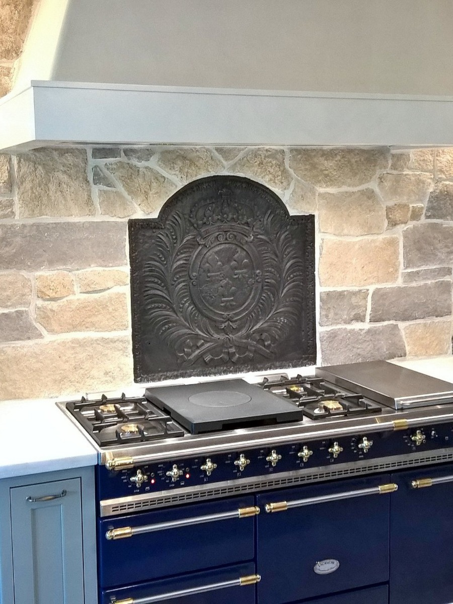 Fireback backsplash in Thornton, Colorado sourced from https://www.firebacks.net